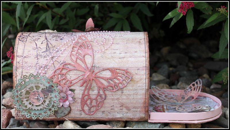 DS_GDT_June_Antiquities_VanGinkel_Mailbox_Side2_open_final_wm